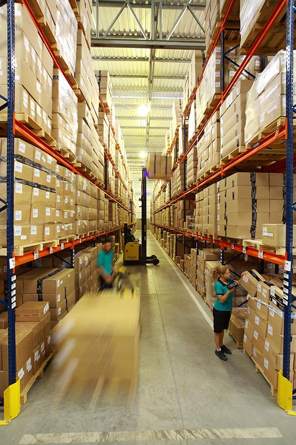 A Adezan possui uma estrutura ampla e moderna para armazenar seus produtos.